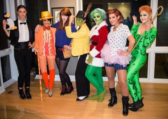 Подруги ежегодно одеваются на Хэллоуин в костюмы персонажей, которых сыграл один актёр (16 фото)
