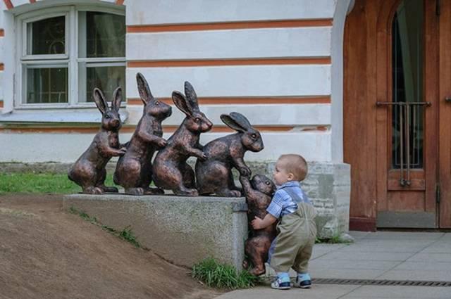 Статуи, с которыми можно сделать интересные снимки (18 фото)
