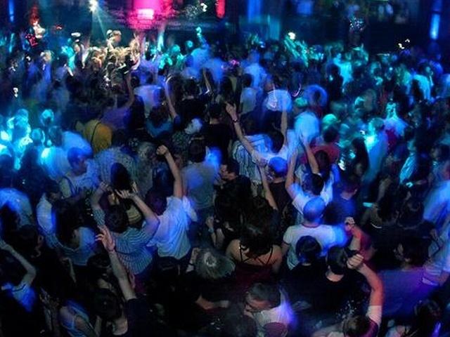 В США на частной вечеринке под толпой людей провалился пол