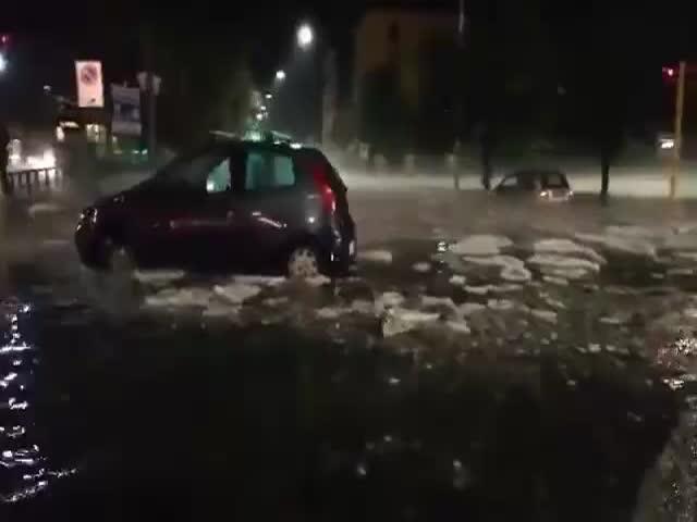 Ледоход и наводнение в центре Рима после ливня