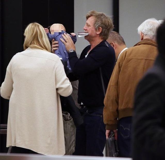 Джеймс Бонд уже совсем не тот: Дэниела Крэйга не узнать после рождения ребенка (6 фото)