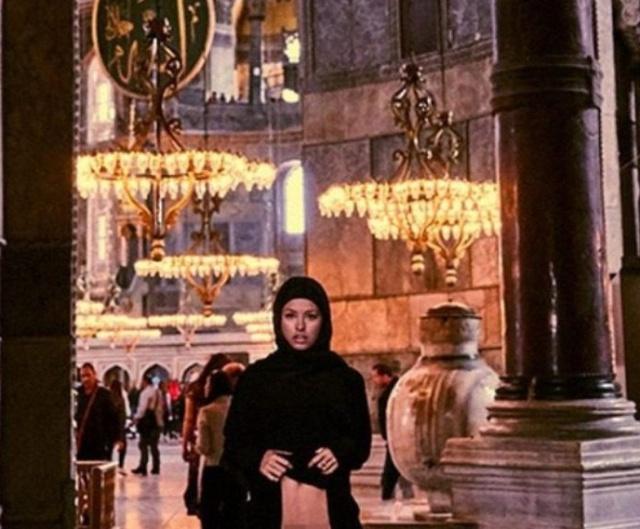 Бельгийская модель Мариса Папен сфотографировалась обнаженной в соборе Святой Софии (13 фото)