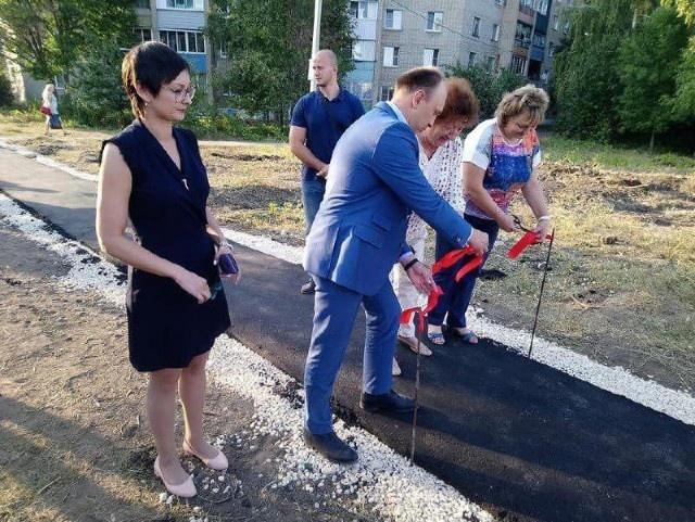 Красная ленточка и шарики уже стали обыденностью для наших чиновников (17 фото)