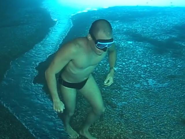 Странная прогулка под водой