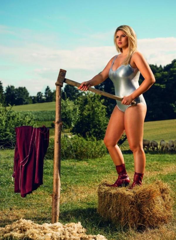 """Немецкие девушки в """"фермерском календаре"""" на 2019 год (12 фото)"""