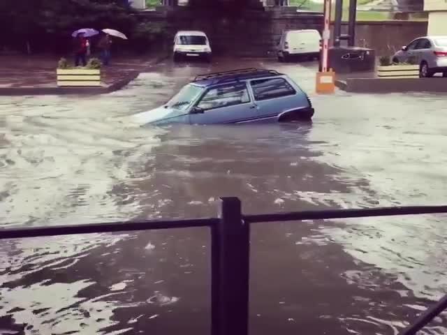 Автомобилисту на Оке не страшны потопы и наводнения