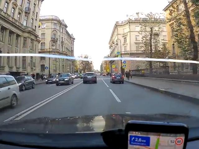 Моментальная карма: не пропустил инспектора на пешеходном переходе