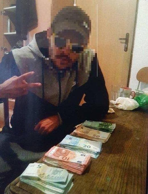 """Ограбили почтовое отделение, а затем похвастались своей """"добычей"""" в социальной сети (6 фото)"""