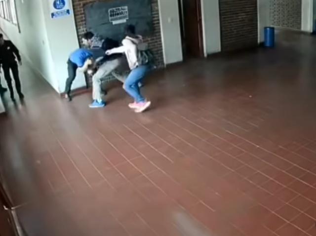 Отец избил учителя, который неоднократно домогался его 15-летней дочери (фото + видео)