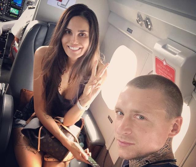 Хакеры выложили в Instagram интимные фотографии Павла и Аланы Мамаевых (3 фото)