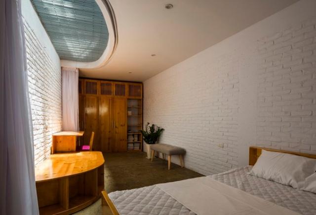 Комфортабельный дом с площадью в 150 кв.м на участке всего в 41 кв.м (9 фото)