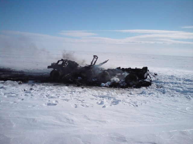 Вездеход ТРЭКОЛ сгорел дотла  (5 фото)