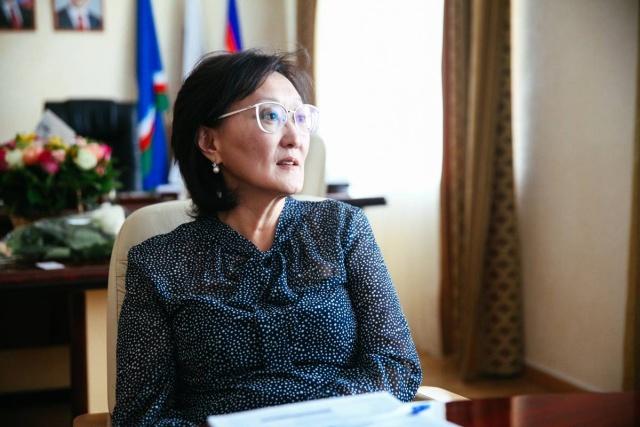 Мэр Якутска Сардана Авксентьева уволила Главу округа из-за проблем с дворниками (3 фото)