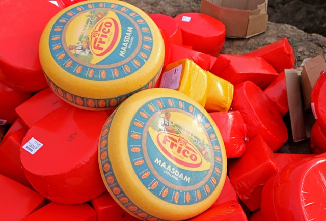 В Красноярске уничтожили 1,5 тонны голландского сыра (2 фото + видео)