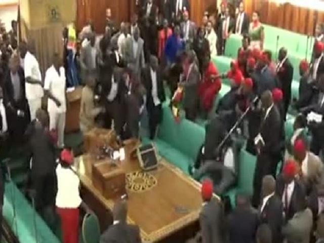 Парламентские переговоры в Уганде