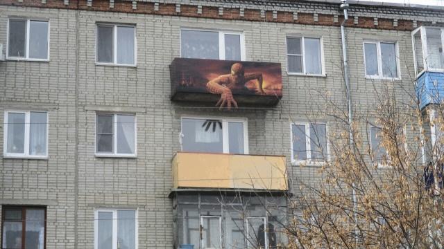 Необычное оформление балкона (2 фото)