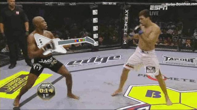 Странные и забавные моменты MMA (16 гифок)