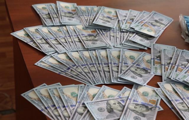 В Хабаровском крае полицейские вернули гражданину потерянные документы и крупную сумму денег (3 фото)