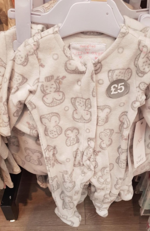 Необычный рисунок на детской одежде (2 фото)