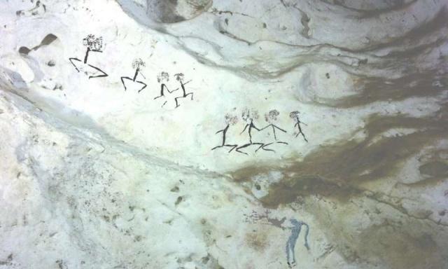 Загадочный рисунок внутри многокилометровой пещеры в Индонезии (5 фото)