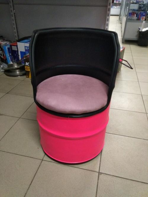 Сделал сам: необычное кресло из бочки (12 фото)