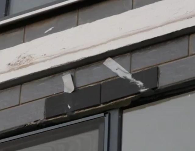 Дом, который был построен для участников программы реновации (13 фото)