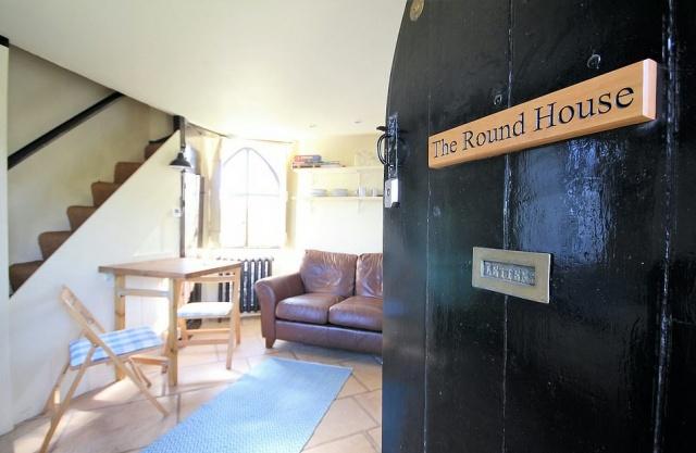 Крохотный особняк 18 века в Великобритании (4 фото)