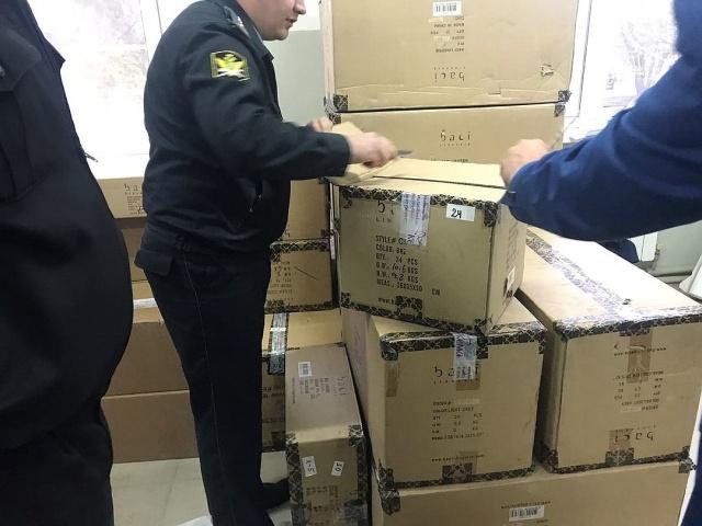 В Армавире у должника изъяли 15 тысяч наименований интимных игрушек (7 фото + видео)