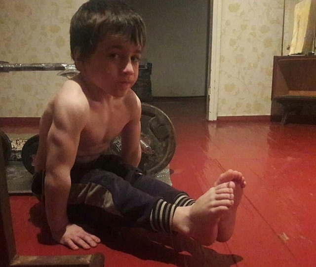 Рамзан Кадыров подарил белый Mercedes пятилетнему Рахиму Кураеву, установившему мировой рекорд