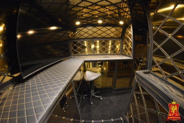 """Комфортабельный бронированный вездеход на базе ЗИЛ-4972 """"Синяя птица"""" (14 фото)"""