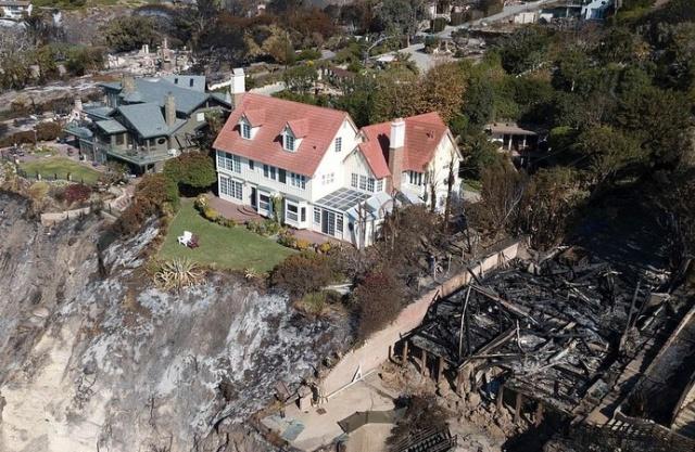Особняк известного актера, который вовсе не пострадал от пожаров в Калифорнии (4 фото)