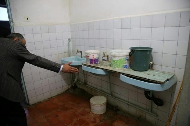 Скандал в 20-й школе города Дербент: зато кабинет у директора с ремонтом (7 фото + видео)