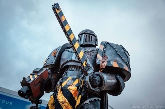 Косплей в стиле Warhammer 40,000 (3 фото)