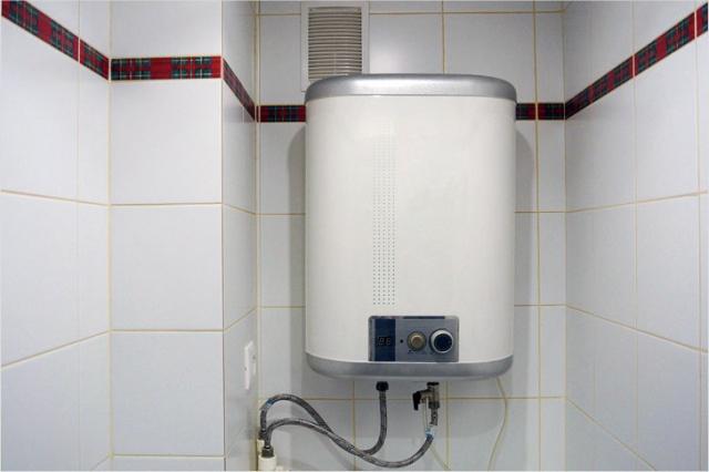 Решил провести обслуживание своего водонагревателя и очень удивился, когда его вскрыл (7 фото)