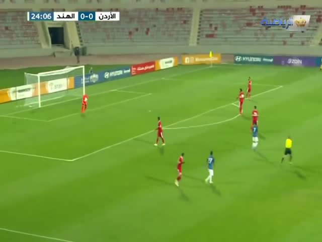 Вратарь сборной Иордании Амир Шафи забил гол мощным ударом через все поле