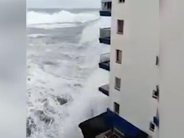 Сильный шторм на испанском курорте Тенерифе