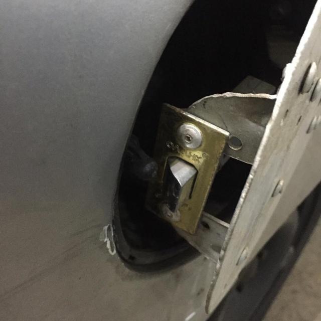 Самодельная защита для бензобака автомобиля (3 фото)