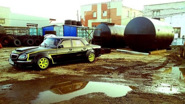"""ГАЗ-31 """"Волга"""" превратилась в спортивный автомобиль в память об отце-гонщике (10 фото)"""