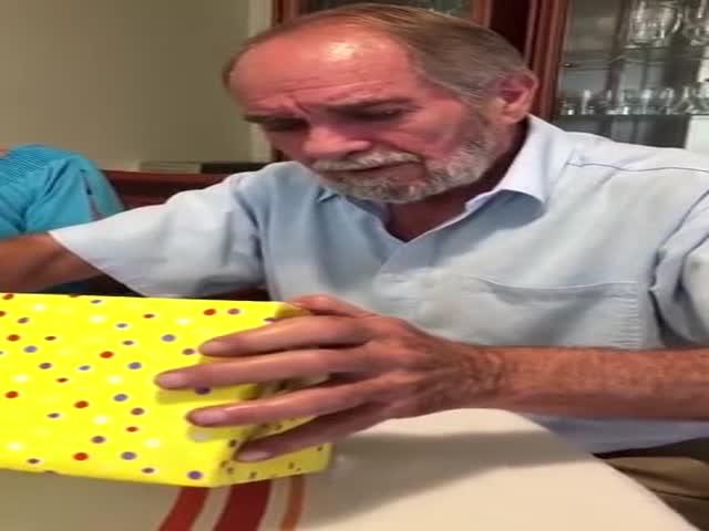 Отец, у меня для тебя есть подарок