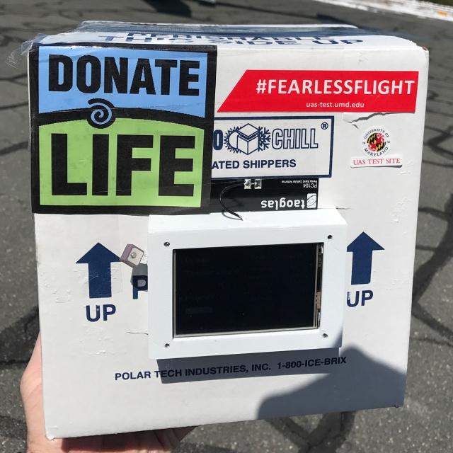 Специальный дрон безопасно доставил донорскую почку для трансплантации (3 фото)