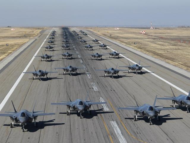 35 истребителей F-35 выполнили взлет с авиабазы Хилл