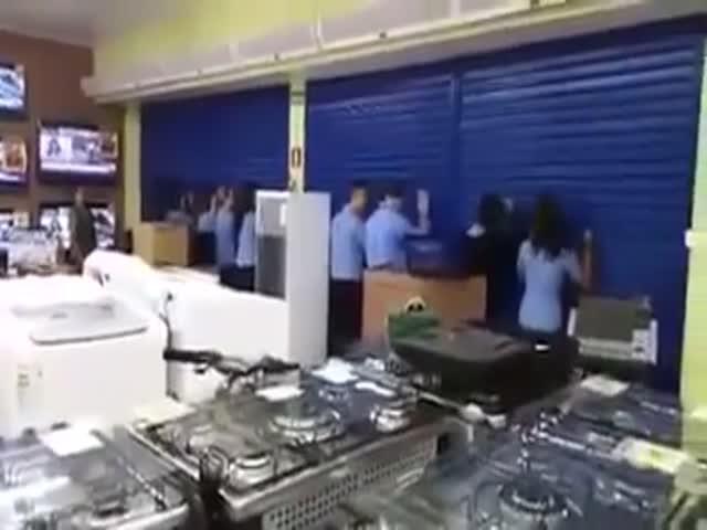 Черная пятница в одном из бразильских супермаркетов