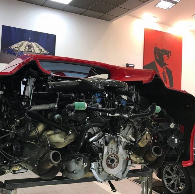 Как меняют сцепление на спорткаре Ferrari F50? (6 фото)