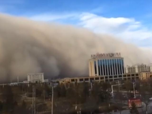 Пыльная буря в Китае накрыла города