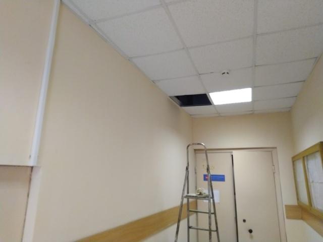 Загадочная дверь над потолком (5 фото)