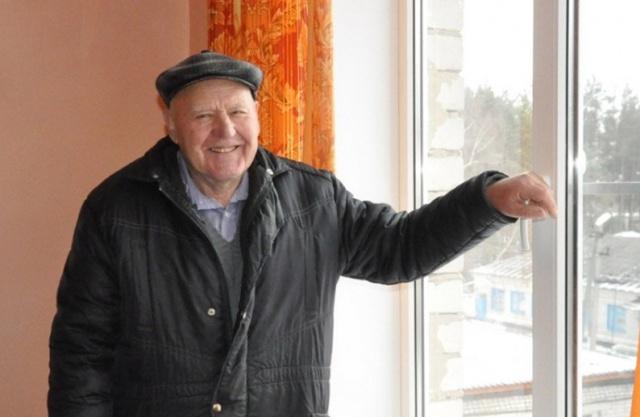 Пенсионер из Воронежа за свой счет установил металлопластиковые окна в одной из палат районной больницы (2 фото)