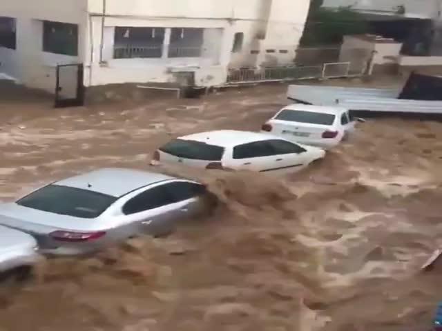 Проливные дожди стали причиной наводнения в турецком Бодруме