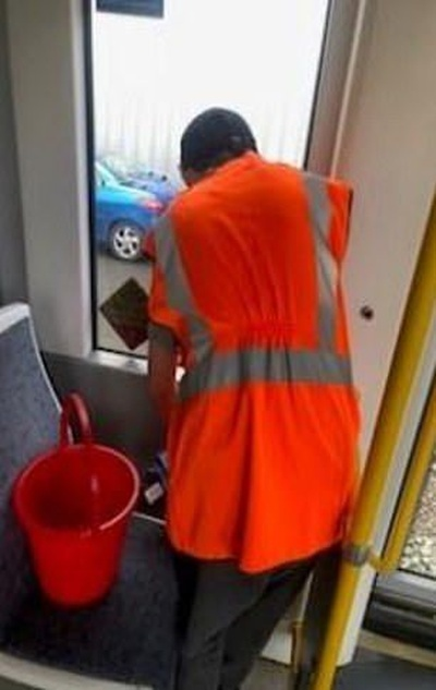 Наказание для десятилетних хулиганов в Манчестере (2 фото)