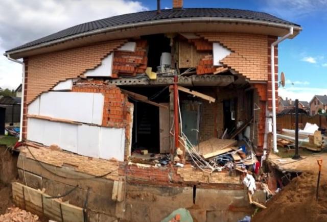 Почему не следует обкапывать фундамент дома (4 фото)