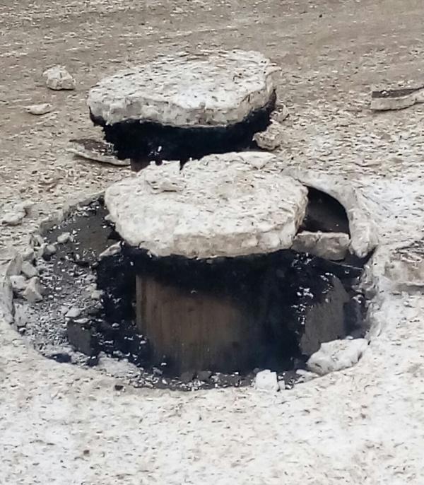 """На дороге в Уфе из-под земли """"выросли"""" странные трубы (5 фото)"""